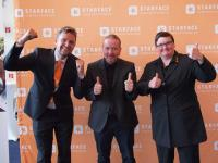 Die STARFACE Geschäftsführer Florian Buzin (l.), Barbara Mauve (r.) und Key Note Speaker Joey Kelly.