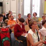Interessiert verfolgen die Zuschauer den Fachvortrag von Lydia Zobel