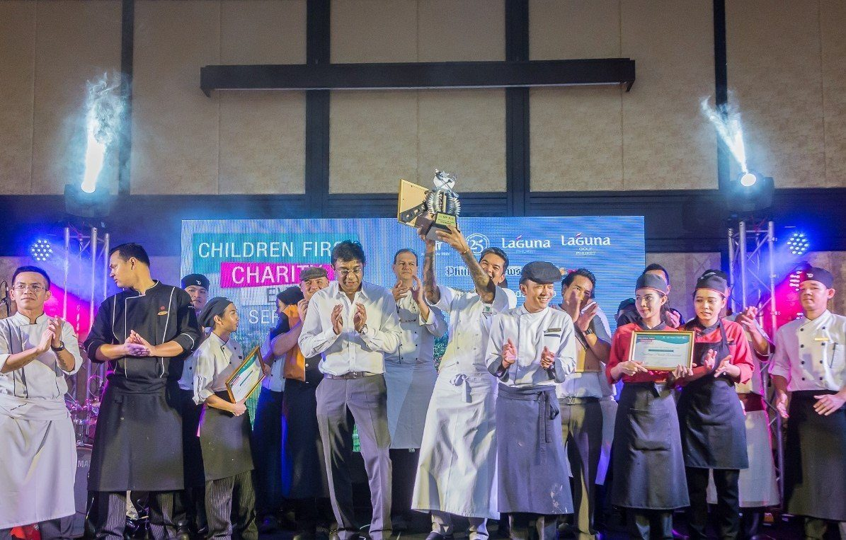 "Grund zum Feiern - Banyan Tree Phuket Chef Chandra beim Charity Dinner ""Battle of the Chefs"" (Bildquelle: @Banyan Tree Hotels & Resorts)"