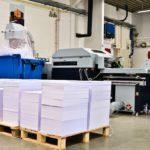 Idealer Partner für den Digitaldruck: variable Produktion rückstichgehefteter Broschüren mit dem StitchLiner Mark III.