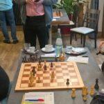 Die Partie zwischen IM Ivan Hausner (CZ/Bayerwald Regen) und WIM Helene Mira (Bregenz) endete Remis. (Bildquelle: @ Foto: Josef König)