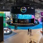 Blue Wheels auf der K`mit gigantischem Video-LED-Zylinder für COVESTRO