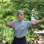 Trainerin Brigitte Peters mit Senioren Qigong