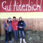 Annette Engelhardt (Mi.) mit Martina Görges (Tierheim Lindern) u. Christine Nordenholz (Tierschutz)