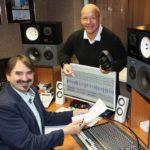 Entspannungstrainer und Sprecher Ralf Michelfelder mit Produzent Andreas Dornheim (vorn) im Studio