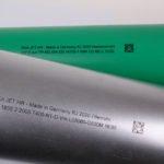 Schriften und 2D-Codes schreibt der REA JET HR selbst auf schwierigste Rohr-Oberflächen.