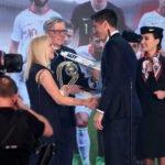 """LOT Polish Airlines ehrt Stürmerstar Robert Lewandowski als Polens """"Fußballer des Jahres""""."""