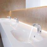 Infektionen zuverlässig vorbeugen: Berührungslose Armaturen für maximale Hygiene