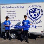 Zwei junge Fußballtalente im Dress des Brühler Vereins AFFK (Foto: Akademie für Fußballkunst)