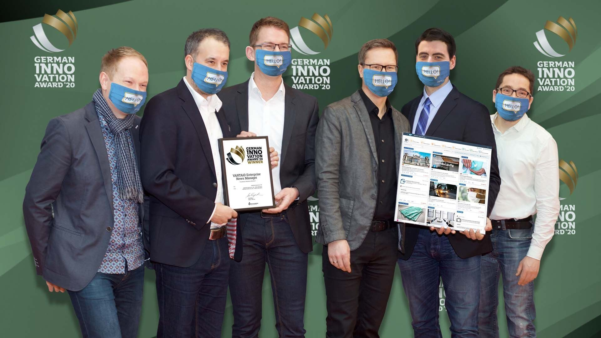 Das stolze Gewinner-Team vor der Digital-Photo-Wall des German Innovation Award