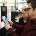 Das genial einfache smartblick-System erobert den Alltag in Produktionshallen